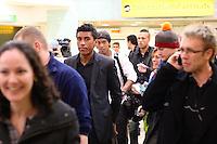 FRANCA, LONDRES, 04 DE FEVEREIRO DE 2013 - DESEMBARQUE SELECAO DO BRASIL - Paulinho da Selecao Brasileira desembraca no aeroporto de Heatrow em Londres, nesta segunda-feira,(4), para Amistoso Internacional contra Inglaterra. FOTO: GUILHERME ALMEIDA / BRAZIL PHOTO PRESS