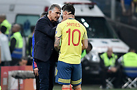 SAO PAULO – BRASIL, 28-06-2019: Carlos Queiroz técnico de Colombia da instrucciones a James Rodriguez durante partido por cuartos de final de la Copa América Brasil 2019 entre Colombia y Chile jugado en el Arena Corinthians de Sao Paulo, Brasil. / Carlos Queiroz coach of Colombia gives directions to James Rodriguez during the Copa America Brazil 2019 quarter-finals match between Colombia and Chile played at Arena Corinthians in Sao Paulo, Brazil. Photos: VizzorImage / Julian Medina / Cont /
