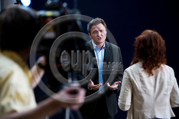 STRASBOURG - FRANCE - 06 MAY 2009 -- MEP Dan JØRGENSEN being interviewed by TV-journalist Mette Vibe UTZON.  Photo: Erik Luntang/EUP-IMAGES