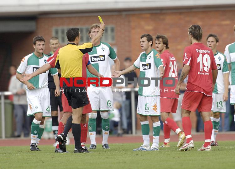 RLN 2006/2007 - 3.Spieltag Hinrunde; Werder Bremen II - BSV Kickers Emden;<br /> Gelbe Karte fŁr Amaury Bischoff<br /> <br /> Foto &copy; nordphoto