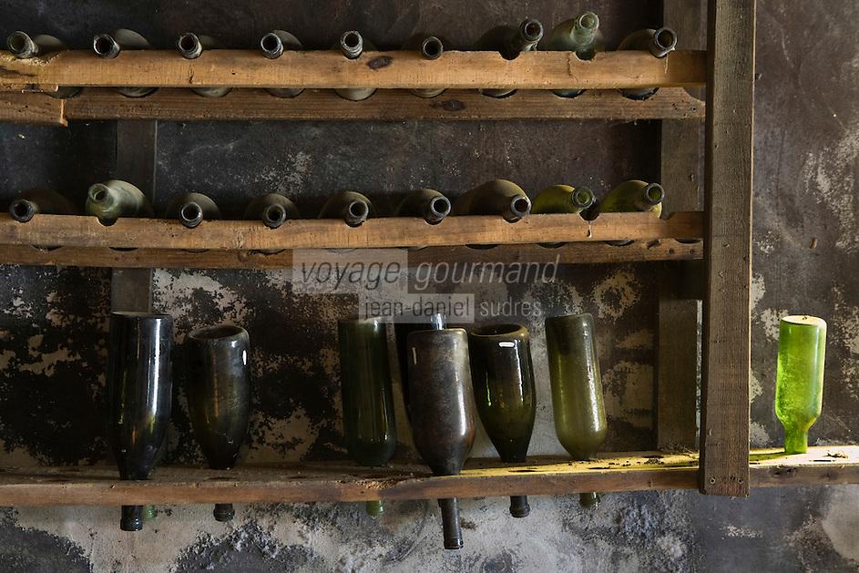"""Europe/France/Aquitaine/40/Landes/ Montfort-en-Chalosse: """"Le Musée de la Chalosse"""" la cave -égoutoir à bouteilles"""