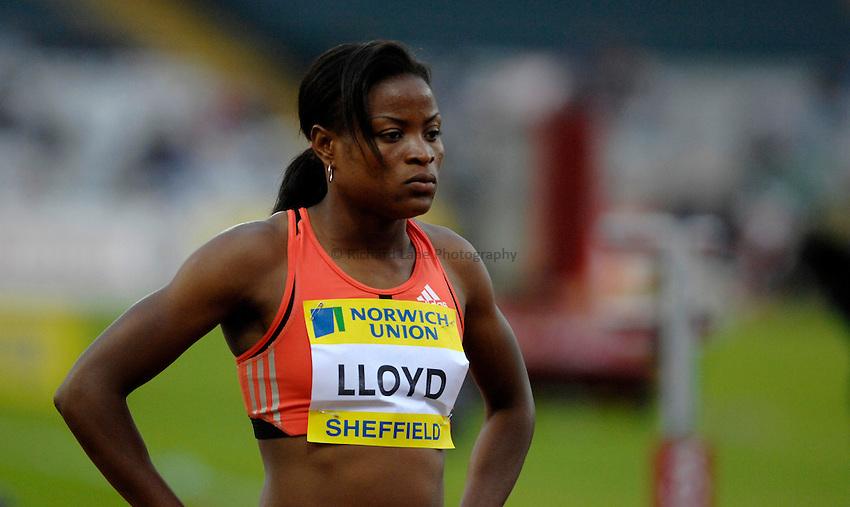 Photo: Richard Lane/Richard Lane Photography..Norwich Union British Grand Prix, Sheffield. 15/07/2007. .Shereefa Lloyd of Jamaica prepares for the women's 400m.