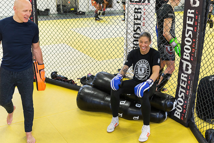 04022017, Helmond,  CSA, sportschool Germaine de Randamie tijdens laatste training voor haar titelgevecht voor de UFC tegen Holly Holm in Brooklyn New York, USA.<br /> portret, training, <br /> <br />  foto Michael Kooren photography