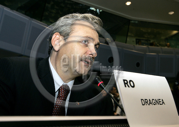BRUSSELS - BELGIUM - 12 OCTOBER 2005 --Committee of the Regions (CoR) - Open Days. -- Plenary Session. -- Mr. DRAGNEA from Romania addressing the meeting. -- PHOTO: JUHA ROININEN / EUP-IMAGES