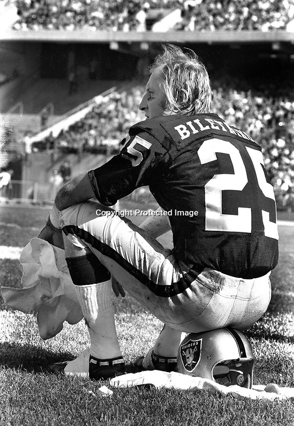 Oakland Raiders flanker Fred Biletnikoff (1972 photo/Ron Riesterer)