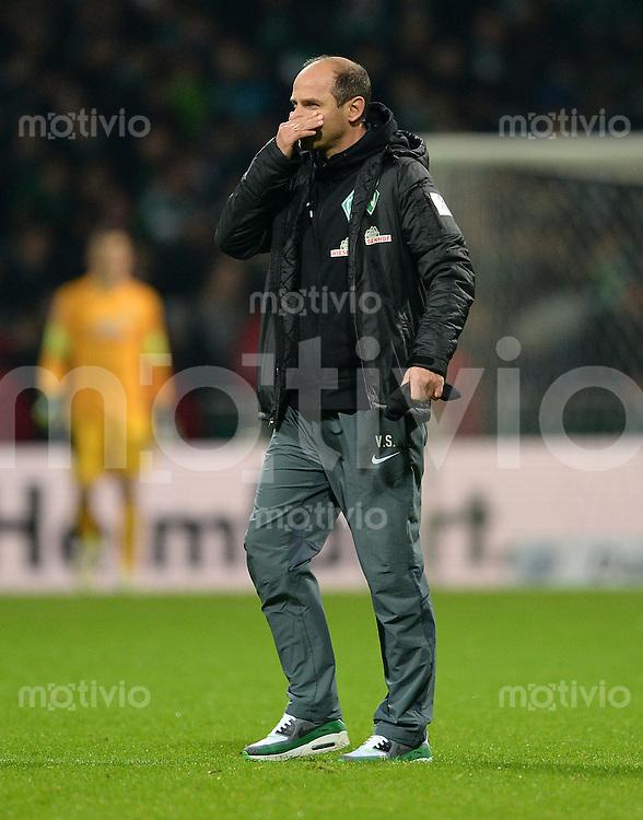 FUSSBALL   1. BUNDESLIGA   SAISON 2014/2015   15. SPIELTAG SV Werder Bremen - Hannover 96                         13.12.2014 Trainer Viktor Skripnik (SV Werder Bremen) nach dem Abpfiff