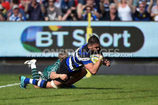 Elliott Stooke of Bath Rugby scores a try in the first half. Aviva Premiership match, between Bath Rugby and London Irish on May 5, 2018 at the Recreation Ground in Bath, England. Photo by: Patrick Khachfe / Onside Images