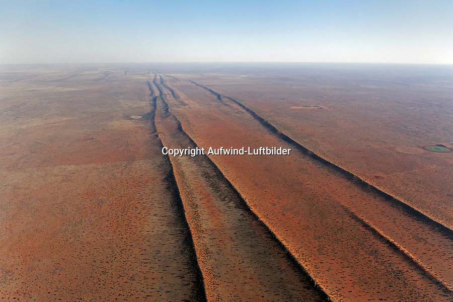 Dünenlandschaft der Kalahari: NAMIBIA, AFRIKA, 10.12.2018:  Dünenlandschaft der Kalahari