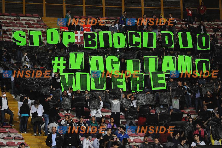 Striscione Stop biocidio vogliamo vivere <br /> Napoli 15-10-2013 Stadio San Paolo <br /> Football Calcio Fifa World Cup 2014 Qualifiers <br /> Europe Group B <br /> Italia - Armenia <br /> Italy - Armenia <br /> Foto Andrea Staccioli Insidefoto
