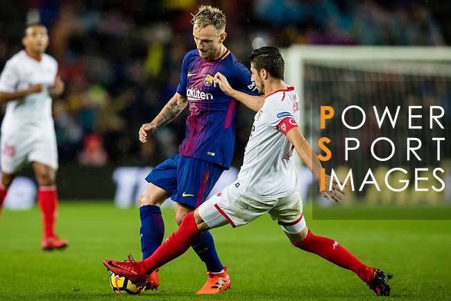 Ivan Rakitic of FC Barcelona (L) fights for the ball with Sergio Escudero Palomo of Sevilla FC (R) during the La Liga 2017-18 match between FC Barcelona and Sevilla FC at Camp Nou on November 04 2017 in Barcelona, Spain. Photo by Vicens Gimenez / Power Sport Images