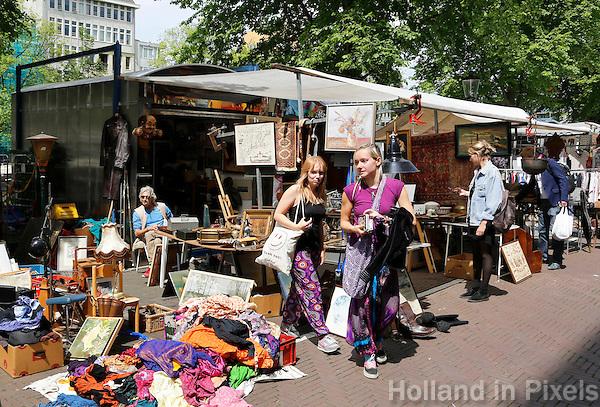 Nederland Amsterdam  2016. Het Waterlooplein. Markt voor tweedehands spullen en kleding .  Foto Berlinda van Dam / Hollande Hoogte