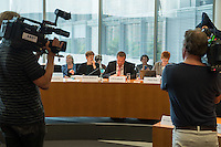 Am 2. Juni 2016 fand die 20. Sitzung des 2. NSU-Untersuchungsausschusses des Deutschen Bundestag statt. Als Zeuge der nichtöffentlichen Sitzung war Hans-Georg Maassen, Praesident des Bundesamt fuer Verfassungsschutz geladen.<br /> Im Bild vlnr: Susann Ruethrich, SPD-Mitglied im Ausschuss; Uli Groetsch, Polizeibeamter und Obmann der SPD; Petra Pau, Obfrau der Linkspartei im Ausschuss.<br /> 2.6.2016, Berlin<br /> Copyright: Christian-Ditsch.de<br /> [Inhaltsveraendernde Manipulation des Fotos nur nach ausdruecklicher Genehmigung des Fotografen. Vereinbarungen ueber Abtretung von Persoenlichkeitsrechten/Model Release der abgebildeten Person/Personen liegen nicht vor. NO MODEL RELEASE! Nur fuer Redaktionelle Zwecke. Don't publish without copyright Christian-Ditsch.de, Veroeffentlichung nur mit Fotografennennung, sowie gegen Honorar, MwSt. und Beleg. Konto: I N G - D i B a, IBAN DE58500105175400192269, BIC INGDDEFFXXX, Kontakt: post@christian-ditsch.de<br /> Bei der Bearbeitung der Dateiinformationen darf die Urheberkennzeichnung in den EXIF- und  IPTC-Daten nicht entfernt werden, diese sind in digitalen Medien nach §95c UrhG rechtlich geschuetzt. Der Urhebervermerk wird gemaess §13 UrhG verlangt.]