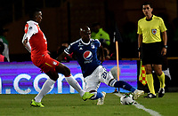 BOGOTÁ - COLOMBIA, 15-01-2019: Johan Arango (Izq.) jugador de Independiente Santa Fe disputa el balón con Felipe Banguero (Der.) jugador de Millonarios, durante partido Independiente Santa Fe y Millonarios, por el Torneo Fox Sports 2019, jugado en el estadio Nemesio Camacho El Campin de la ciudad de Bogotá. / Johan Arango (L) player of Independiente Santa Fe vies for the ball with Felipe Banguero (R) player of Millonarios  during a match between Independiente Santa Fe and Millonarios, for the Fox Sports Tournament 2019, played at the Nemesio Camacho El Campin stadium in the city of Bogota. Photo: VizzorImage / Luis Ramírez / Staff.