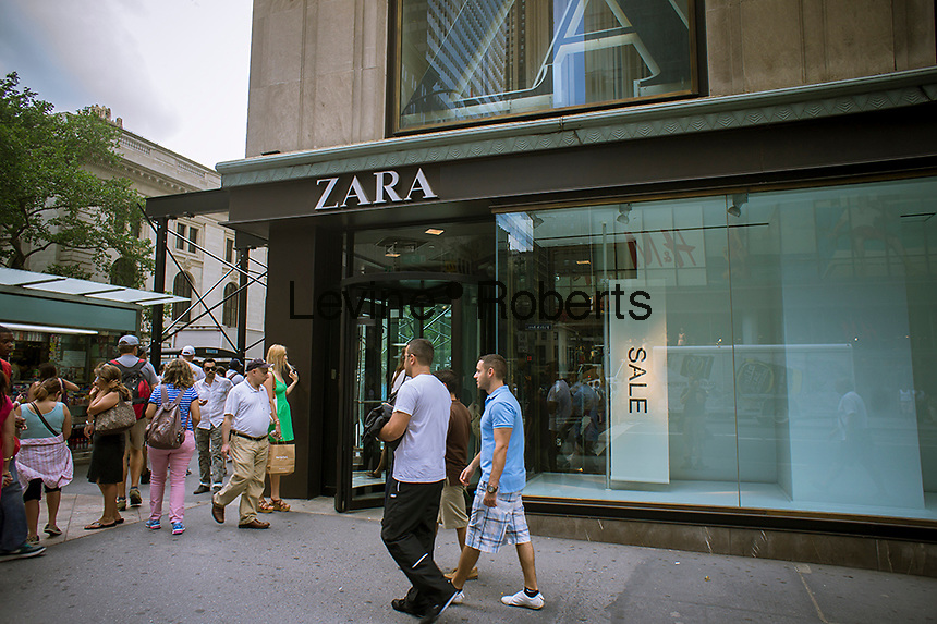 Shoppers pass a Zara store on Fifth Avenue in New York on Friday, June 28, 2013. (© Richard B. Levine)