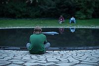 """Unter dem Titel """"Mare Manuschenge – Unseren Menschen"""" wurde am Dienstag den 2. August 2016 in Berlin am Mahnmal fuer die Ermordeten Sinti und Roma der letzen 1944 in Auschwitz ermordeten Sinti und Roma gadacht.<br /> 2.8.2016, Berlin<br /> Copyright: Christian-Ditsch.de<br /> [Inhaltsveraendernde Manipulation des Fotos nur nach ausdruecklicher Genehmigung des Fotografen. Vereinbarungen ueber Abtretung von Persoenlichkeitsrechten/Model Release der abgebildeten Person/Personen liegen nicht vor. NO MODEL RELEASE! Nur fuer Redaktionelle Zwecke. Don't publish without copyright Christian-Ditsch.de, Veroeffentlichung nur mit Fotografennennung, sowie gegen Honorar, MwSt. und Beleg. Konto: I N G - D i B a, IBAN DE58500105175400192269, BIC INGDDEFFXXX, Kontakt: post@christian-ditsch.de<br /> Bei der Bearbeitung der Dateiinformationen darf die Urheberkennzeichnung in den EXIF- und  IPTC-Daten nicht entfernt werden, diese sind in digitalen Medien nach §95c UrhG rechtlich geschuetzt. Der Urhebervermerk wird gemaess §13 UrhG verlangt.]"""