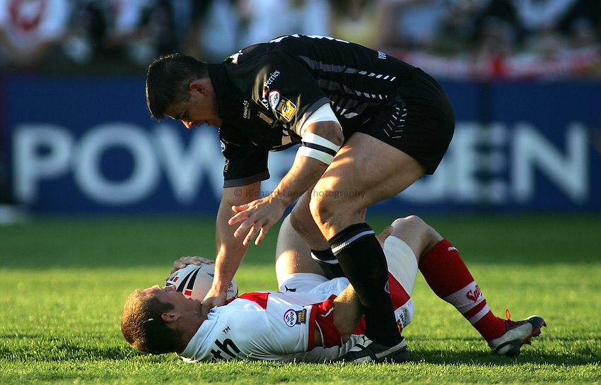 Photo: Paul Thomas..St Helens v Hull RL. Engage Super League. 08/06/2006..Sean Long (R) of St Helens gets tackled by Shayne McMenemy.