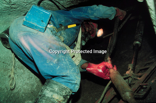IDMININ14089.Industry Mining. Miner working underground; diamond mining; De Beers Wesselton Mine; 1996..©Per-Anders Pettersson/iAfrika Photos