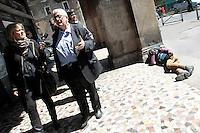 Mario Borghezio in visita a Piazza Vittorio, quartiere Esquilino<br /> Roma 14-05-2014 Elezioni Europee 2014. Visita dell'Eurodeputato della Lega Nord Mario Borghezio al quartiere Esquilino, il quartiere multietnico romano, conun'altissima percentuale di immigrati e stranieri, con visita al mercato di Piazza Vittorio, a botteghe storiche e negozi gestiti ancora da italiani e con distribuzione gratuita di 'pane sociale' alle famiglie italiane. Il suo slogan e' Basta Euro, prima gli italiani.<br /> Photo Samantha Zucchi Insidefoto