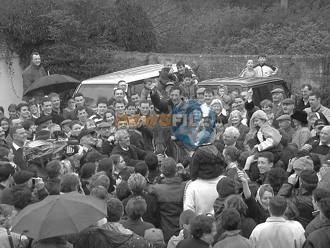Tommy Carbury gives a big solute to all the well wishers when he returned to Ratoath ..Pic Fran Caffrey / Newsfile