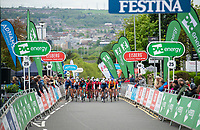 Picture by Allan McKenzie/SWpix.com - 15/05/2018 - Cycling - OVO Energy Tour Series Mens Race Round 2:Motherwell - The peloton climbs the finishing straight, Adnams, Skoda, OVO Energy, Eisberg, Festina, branding.
