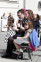 Lizzy Myers, in primo piano, coi genitori Christine e Steve e la sorellina Kayla, durante l'udienza generale del mercoledì' di Papa Francesco, in in Piazza San Pietro, Citta' del Vaticano, 6 aprile 2016. I genitori di Lizzy, una bimba statunitense di 5 anni che sta diventando cieca a causa di una rara malattia, hanno deciso di esaudire il suo desiderio di vedere il Papa.<br /> 5-year-old Lizzy Myers, foreground left, her parents, Steve and Christine, and her sister Kayla, attend the Pope Francis' weekly general audience in St. Peter's Square at the Vatican, 6 April 2016. Lizzy's parents created a visual bucket list for her, including meet Pope Francis, as she is going blind.<br /> UPDATE IMAGES PRESS/Isabella Bonotto<br /> <br /> STRICTLY ONLY FOR EDITORIAL USE