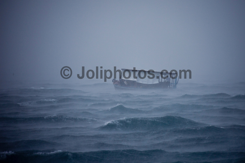A Dhoni battles a rain squail in the North Male Atolls, Maldives (Wednesday, June 17th, 2009). Photo: joliphotos.com