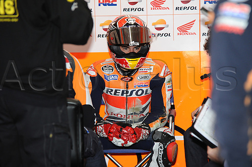 18.10.2013.Phillip Island Australia. Marc Marquez (repsol Honda team) after the fall during the free practice sessions from Phillip Island circuit
