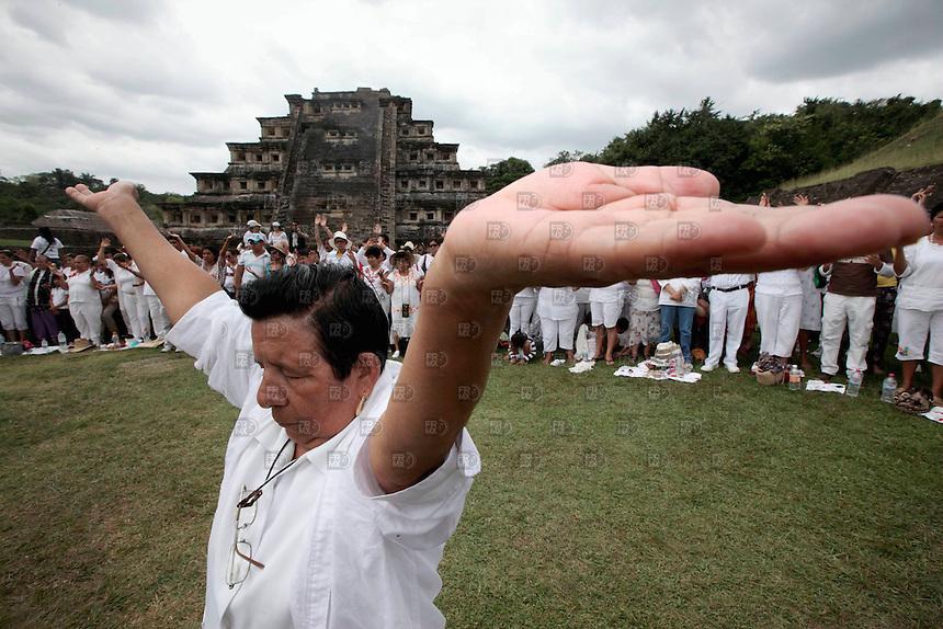 PAPANTLA, VERACRUZ.- Marzo 21, 2012 &ndash; Un indigena recibe el sol para para cargarse de energ&iacute;a. Miles de personas acudieron al  equinoccio de primavera durante &quot;Cumbre Taj&iacute;n, Festival de la Identidad 2012&quot;, en la zona arqueol&oacute;gica de El Taj&iacute;n, en el estado de Veracruz, M&eacute;xico, el 21 de marzo de 2012.FOTO: ALEJANDRO MEL&Eacute;NDEZ<br /> <br /> PAPANTLA, VERACRUZ. - March 21, 2012 - A native receives the sun to provide the energy. Thousands of people flocked to the spring equinox during &quot;Cumbre Tajin, Identity Festival 2012&quot; in the archaeological site of El Tajin, in the state of Veracruz, Mexico, March 21 2012.FOTO: ALEJANDRO MELENDEZ