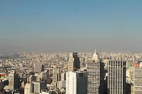SAO PAULO, SP, 10 ABRIL 2013 - CLIMA TEMPO SP POUIÇAO E QUEDA DE UMIDADE- Uma camada de poluição e vista no horizonte da capital paulista nessa tarde ensolarada com céu claro e queda de umidade que ficou em torno de 35% na capital nessa sexta 10. (FOTO: LEVY RIBEIRO / BRAZIL PHOTO PRESS)