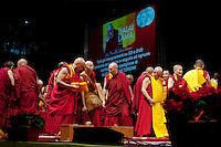 Milano: monaci tibetani durante la preghiera alla presenza del Dalai Lama Tenzin Gyatso..Milan: Tibetan monks during the prayer meeting with  the Dalai Lama Tenzin Gyatso
