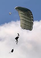 Marine Dagen in Den Helder. Parachue sprong.