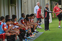 SAO PAULO, 10 DE JUNHO DE 2013 - TREINO SAO PAULO - O tecnico Ney Franco  durante treino do Sao Paulo, no CT da Barra Funda, na tarde desta segunda feira, 10, região oeste da capital. (FOTO: ALEXANDRE MOREIRA / BRAZIL PHOTO PRESS)