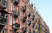 Nederland  Amsterdam - mei 2018.  Straat in Amsterdam Oost.  Foto is gespiegeld mbv Photoshop.     Foto: Berlinda van Dam / Hollandse Hoogte