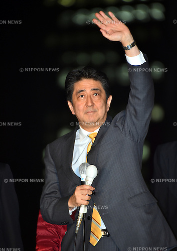 November 28, 2014, Tokyo, Japan - Japan's Prime Minister Shinzo Abe takes to the streets of Tokyo's Shinjuku railroad station on Friday, November 28, 2014, making a strong pitch for voters' support.  Abe dissolved the Diet on November 21 and called a snap election on December 14.  (Photo by Natsuki Sakai/AFLO) AYF -mis-