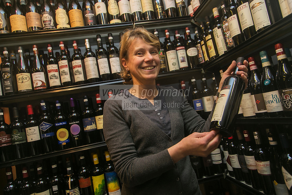 Italie, Val d'Aoste, Courmayeur: Francesca Rodari, Enoteca Goio// Italy, Aosta Valley,  Courmayeur: Francesca Rodari, Enoteca Goio, wine retailer [Non destiné à un usage publicitaire - Not intended for an advertising use]