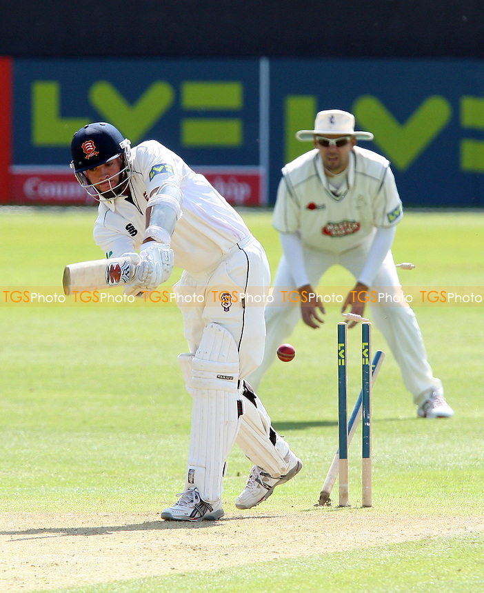Mark Pettini of Essex is clean bowled by Martin Saggers of Kent - Essex CCC vs Kent CCC - LV County Championship Division Two at the Ford County Ground, Chelmsford, Essex -  29/04/09 - MANDATORY CREDIT: Gavin Ellis/TGSPHOTO - Self billing applies where appropriate - Tel: 0845 094 6026