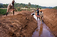"S?dasien Asien Indien IND Karnataka Graben von einem Fluss fuer Bewaesserung der Felder  -  Landwirtschaft Wasser xagndaz | .South Asia India Karnataka canal from river for irrigation at farm -  agriculture water .| [ copyright (c) Joerg Boethling / agenda , Veroeffentlichung nur gegen Honorar und Belegexemplar an / publication only with royalties and copy to:  agenda PG   Rothestr. 66   Germany D-22765 Hamburg   ph. ++49 40 391 907 14   e-mail: boethling@agenda-fototext.de   www.agenda-fototext.de   Bank: Hamburger Sparkasse  BLZ 200 505 50  Kto. 1281 120 178   IBAN: DE96 2005 0550 1281 1201 78   BIC: ""HASPDEHH"" ,  WEITERE MOTIVE ZU DIESEM THEMA SIND VORHANDEN!! MORE PICTURES ON THIS SUBJECT AVAILABLE!! INDIA PHOTO ARCHIVE: http://www.visualindia.net ] [#0,26,121#]"