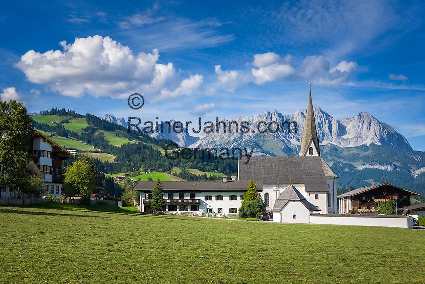 Austria, Tyrol, Reith near Kitzbuehel: resort with baroque church and Wilder Kaiser mountains   Oesterreich, Tirol, Reith bei Kitzbuehel: Urlaubsort mit Barockkirche Reith vorm Wilder Kaiser Gebirge
