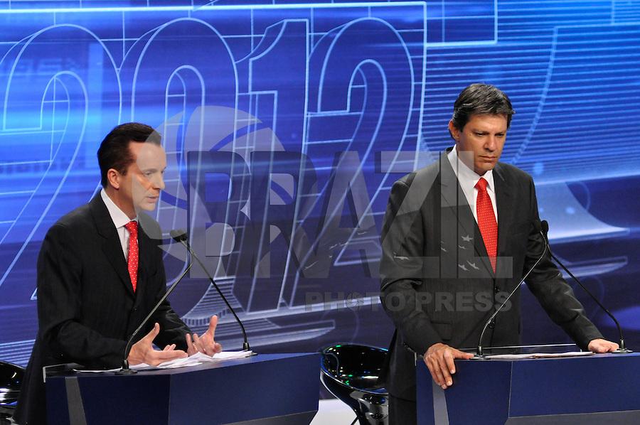 OSASCO, SP, 03 SETEMBRO DE 2012 – DEBATE REDETV – ATENÇÃO EDITOR: FOTO EMBARGADA PARA VEÍCULOS INTERNACIONAIS: Candidato a prefeitura de São Paulo Celso Russomano (e) Fernando Haddad (d) durante debate realizado na noite desta segunda feira (03) pela RedeTV, na sede da emissora em Osasco. FOTO: LEVI BIANCO / BRAZIL PHOTO PRESS