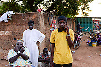 BURKINA FASO , Koudougou, muslim at grand mosque / Muslime an der Grossen Moschee