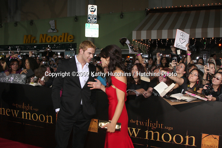 Kellan Lutz & Ashley Greene.arriving at the New Moon Premiere.Mann's Westwood Village Theater.Westwood,  CA.November 16, 2009.©2009 Kathy Hutchins / Hutchins Photo.