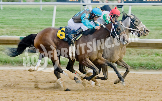 Fragancia winning at Delware Park on 7/30/12