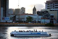 Recife_PE, Brasil..Barco Catamaran em passeio por canal em Recife, Pernambuco...Catamaran boat ride on a canal in Recife, Pernambuco...Foto: JOAO MARCOS ROSA / NITRO