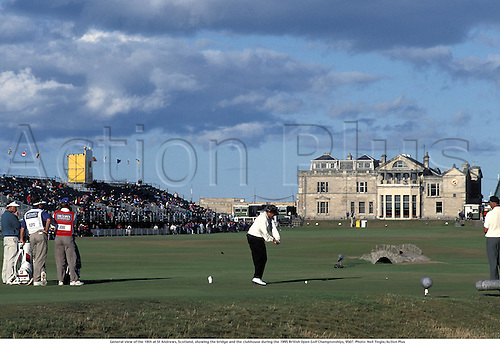General view of the 18th at St Andrews, Scotland, showing the bridge and the clubhouse during the 1995 British Open Golf Championships, 9507. Photo: Neil Tingle/Action Plus...1995.golf.courses course.venues venue