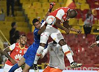 BOGOTÁ -COLOMBIA, 19-07-2017. Javier Lopez (Der) jugador de Santa Fe cabecea para anotar gol al Envigado durante el encuentro entre Independiente Santa Fe y Envigado FC por la fecha 3 de la Liga Aguila II 2017 jugado en el estadio Nemesio Camacho El Campin de la ciudad de Bogota. / Javier Lopez (R) player of Santa Fe shoots to score a goal to Envigado during match between Independiente Santa Fe and Envigado FC for the date 3 of the Aguila League II 2017 played at the Nemesio Camacho El Campin Stadium in Bogota city. Photo: VizzorImage/ Gabriel Aponte / Staff