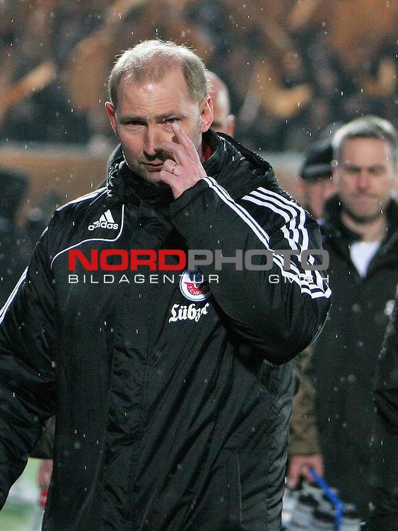 2.Liga FBL 2008/2009  23. Spieltag R&uuml;ckrunde<br /> FC St.Pauli &ndash; FC Hansa Rostock 3:2 (0:2)<br /> <br /> <br /> Hansa Rostock Coach Dieter Eilts.<br /> <br /> <br /> <br /> <br /> Foto &copy; nph (nordphoto)<br /> <br /> *** Local Caption ***