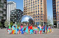 Nederland Amsterdam 2017. Art Zuid op de Zuidas.  Kunstwerk Enlightened Universe Geneva van Cristobal Gabarron.   Foto Berlinda van Dam / Hollandse Hoogte