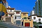 Casas sobrados e prédios no bairro Perdizes. São Paulo. 2003. Foto de Juca Martins.