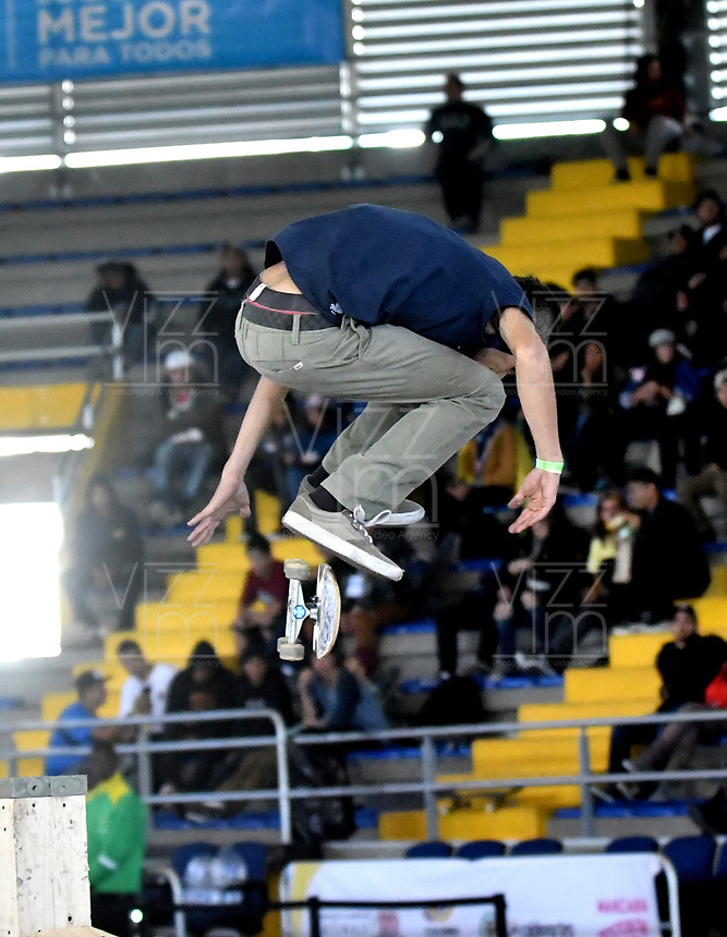 BOGOTA - COLOMBIA - 13 - 08 - 2017: Santiago Echavarria, Skater de Colombia, durante competencia en el Primer Campeonato Panamericano de Skateboarding, que se realiza en el Palacio de los Deportes en la Ciudad de Bogota. / Santiago Echavarria, Skater from Colombia, during a competitions in the First Pan American Championship of Skateboarding, that takes place in the Palace of Sports in the City of Bogota. Photo: VizzorImage / Luis Ramirez / Staff.