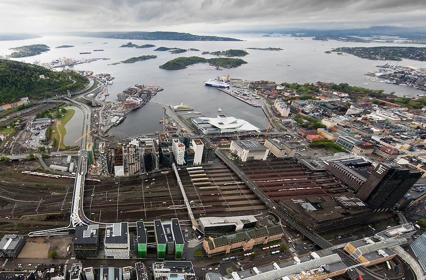 Oslo fra lufta, 20150519. Oslo sentrum, Oslo S, Barcode, Bjørvika. Foto: Eirik Helland Urke